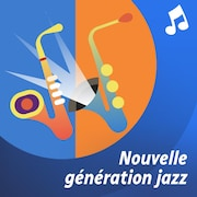Une trompette et une batterie sur une scène.